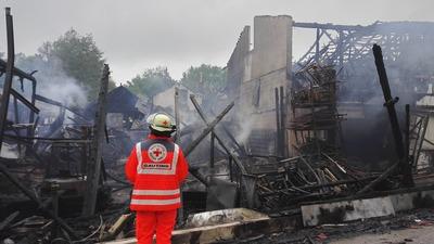 Einsatzkraft der BRK-Bereitschaften beim Brand im Manthal